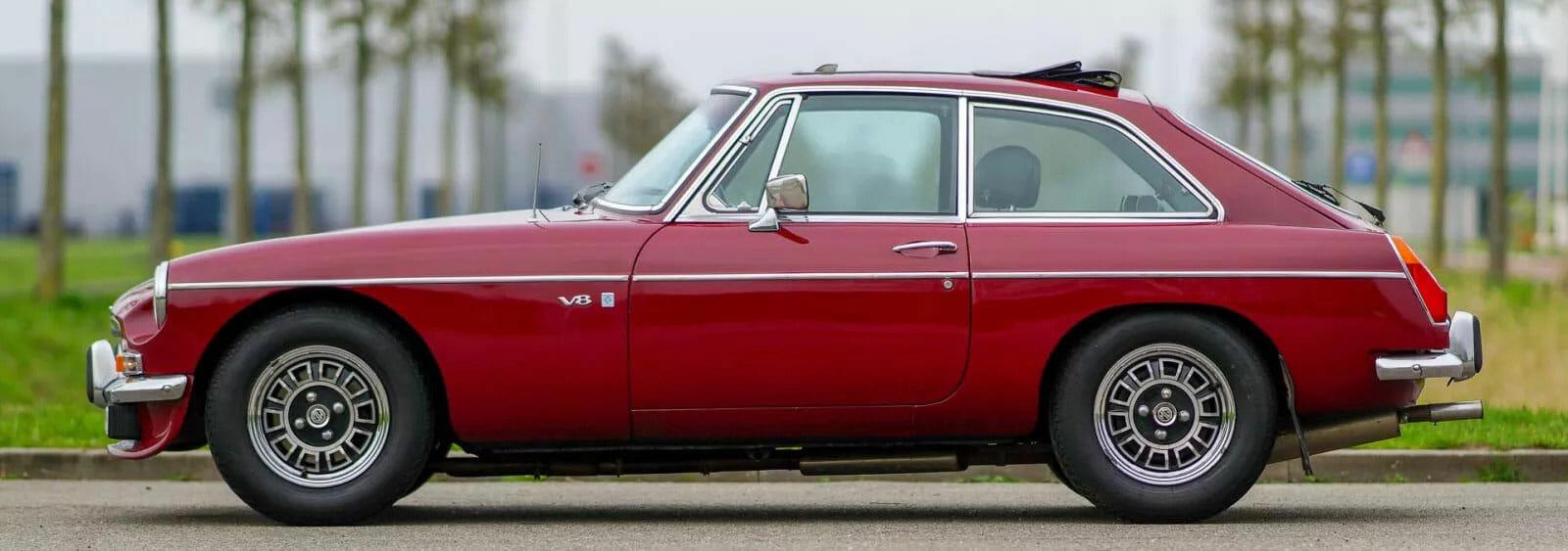 Leacy Classic MGB GT red